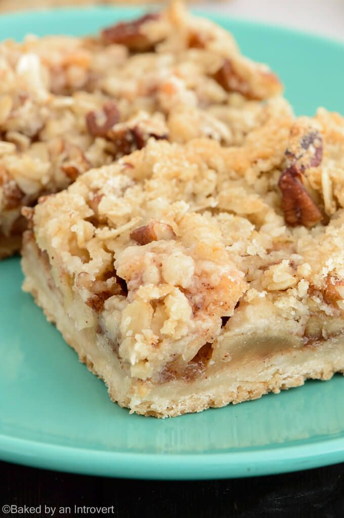 Apple streusel bars are the next best thing to apple pie. Enjoy an American classic apple pie in the form of an easy to eat bar!