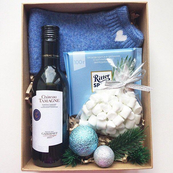 Небесный рождественский бокс -носочки -вино -шоколад -маршмэллоу -коробка (+декор) А так же стильное наружное оформление, по вашему желанию!!! _______________________ По заказам direct / WA +7913-027-46-04 #подарочныйнабор #подарочныйбокс #боксвподарок #дляпраздника #box #giftbox #подарочныйбокс22 #барнаул #барнаул22 #подаркибарнаул #идеиподарков #подарокнанг #box