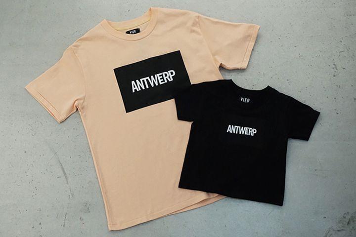〈ヴィーア・アントワープ〉よりクリスマスギフトにぴったりな限定キッズTシャツ発売   今注目を集める〈ヴィーア・アントワープ(VIER ANTWERP)〉より、数量限定でキッズサイズのTシャツが登場。    日本では、セレクトショップ「ニードサプライ」のエクスクルーシブとして入荷したが、販売と同時に完売し話題を呼んだ。  そんな話題の尽きない〈ヴィーア・アントワープ〉から、クリスマスの前にとっておきなアイテムとして人気のボックスロゴプリントが施されたキッズTシャツが登...