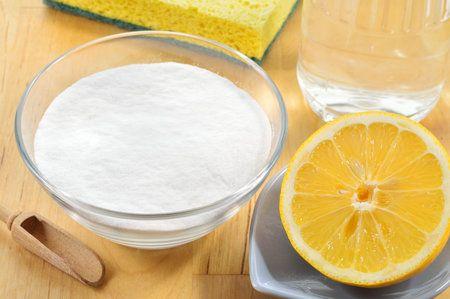 Citron a jedlá soda si poradí se skvrnami od potu.(polštař)