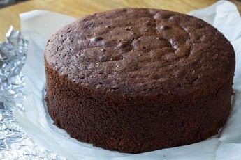 Вкусный шоколадный бисквит - насыщенный и в меру влажный. Удачная основа для ваших супершоколадных тортов! Пошаговый рецепт с фото и полезные советы - тут.