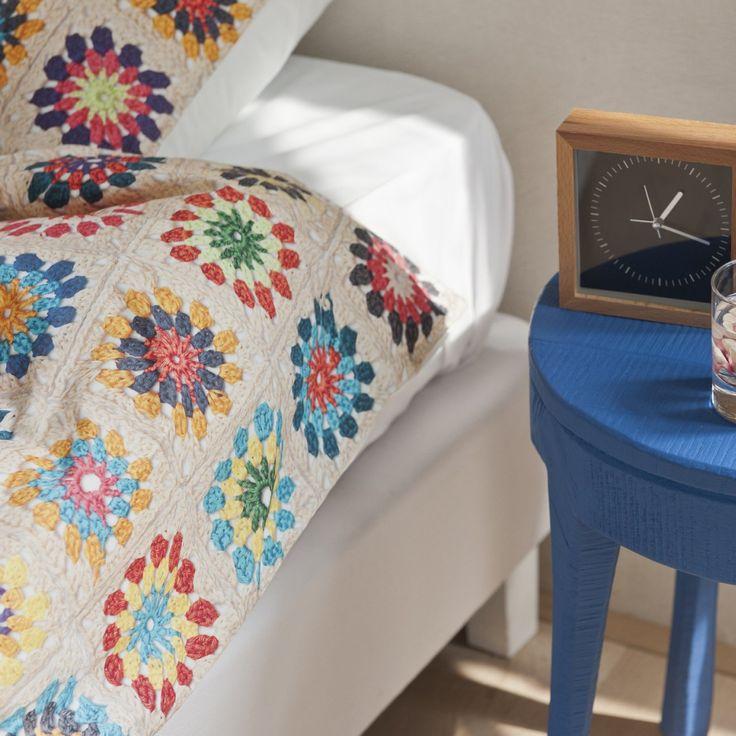Snurk-merkin Granny-vuodevaatesetti on kuin suoraan mummolan hellästä huomasta! Kuvio muistuttaa virkattua peittoa, mutta tuote on 100% pehmeää puuvillaa.