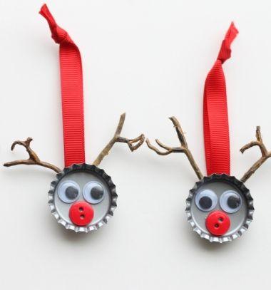 Bottle cap reindeer Christmas tree ornaments - kids craft // Rénszarvasos karácsonyfadíszek sörös kupakokból - újrahasznosítás // Mindy - craft tutorial collection // #christmascrafts #christmasdecors #christmasdiy #diy #DIY #christmas #christmaskidscrafts