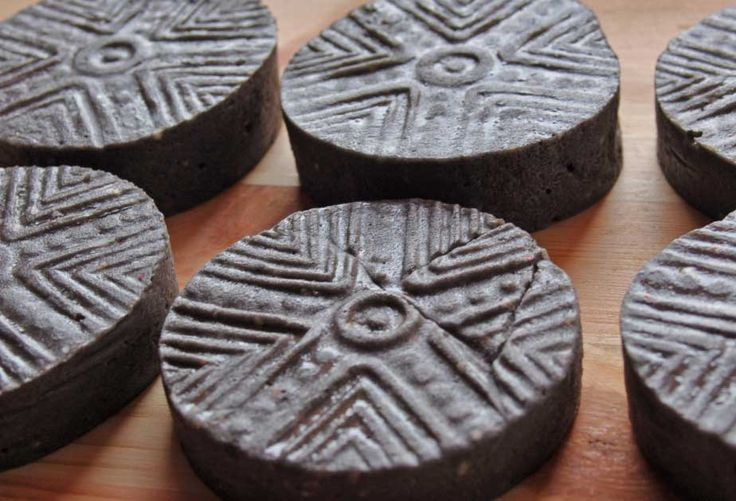 """(As in the bread, so in the soap). Rebatched soap with the addition of Charcoal and Coco-Glucoside (surfactant derived from Coconut oil). Stamp pattern reproducing one kind of ancient """"Pintadera"""", terracotta seals depicting astronomic symbols by Mediterranean peoples present in Sardinia over 3000 years ago, often used to decorate ritual bread."""