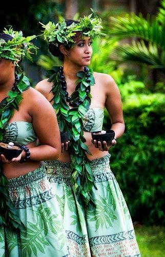 Kalamaku Lu'au, Kilohana, Kauai. https://www.youtube.com/watch?v=x0HgZ4uha9w https://www.youtube.com/watch?v=eF4VSANMneE 7huna https://www.youtube.com/watch?v=xY9Ne1me__g