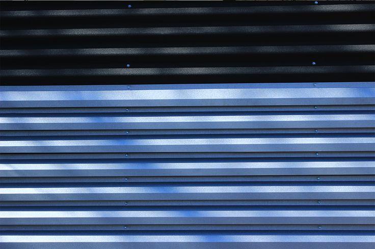 Gard metalic mixt din panouri alb-negru