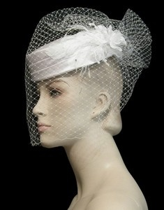 Birdcage veil with pillbox hat.White Gardens, Birds Cages, Birdcage Veils, Pillbox Hats, Bridal Pillbox, Style Summer, Birdcages Veils, Veils Nets, Vintage Style