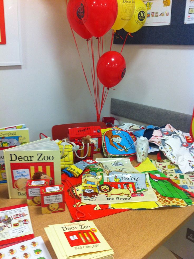 ... and receiving a parcel of his books from Pan Macmillan to review, that we invited our local friends to a themed Dear Zoo birthday tea party.