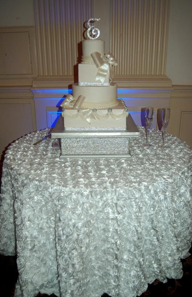 beautiful wedding cake tables 1000 images about jeweled cakes on cakes 11233