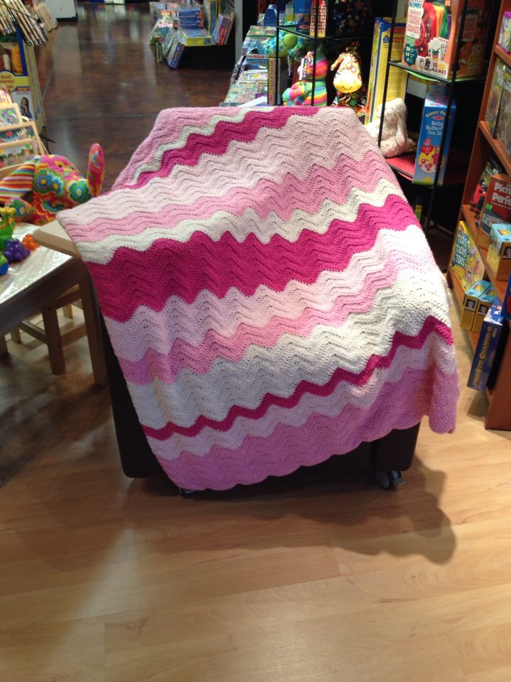 Wave Afghan using I Love This Yarn from Hobby Lobby. Link to patt...