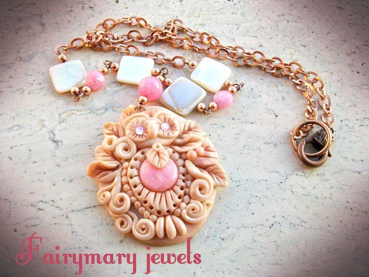 Cammeo in pasta sintetica con una perla centrale in pietra e swarovski,catena decorata con madreperla e agata,chiusura vintage.Handmade. https://www.facebook.com/pages/Fairymary-Jewels/208528805873162?sk=info&tab=page_info http://www.etsy.com/it/shop/FairymaryJewels?ref=si_shop