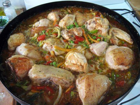 Ingredientes 1 pollo grande (alrededor de 3kg) 3 cebollas medianas 3 cebollitas de verdeo 2 ó 3 dientes de ajo 1  ají morrón rojo 1 ají m...