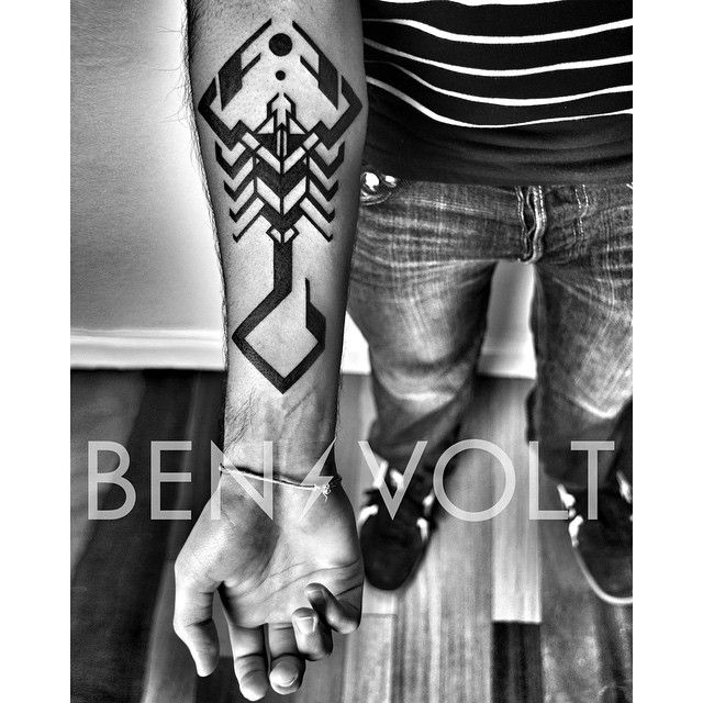"""""""Something a little #stingy for Raman the #Scorpio. Thank you! #scorpion #benvolt #blackwork #tattoo #tattoos #graphicdesign #geometric #abstract…"""""""
