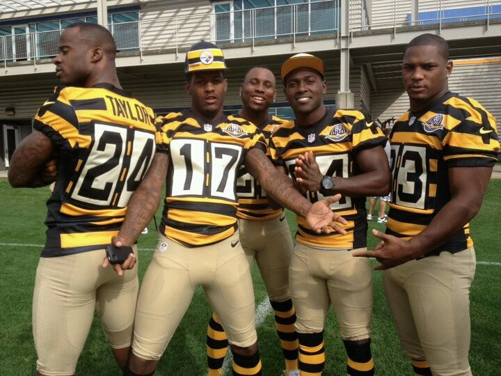 Throwback 1934 Steelers uniform. (In person, they looked like the white guys forgot 1/2 their uniform...)