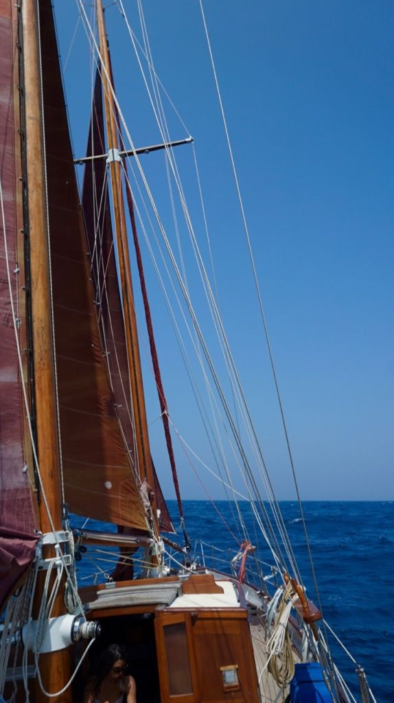 Sailing a 80 year old Schooner in #Greece #boathitchhiking