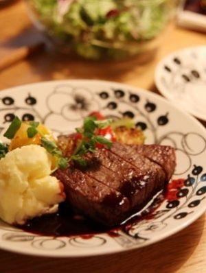 「フレンチレストランのステーキソース♪」赤ワインと野菜を時間をかけて煮込んだ、フレンチのシェフから教わったステーキソースです☆すごく美味しいレストランの味です♪【楽天レシピ】