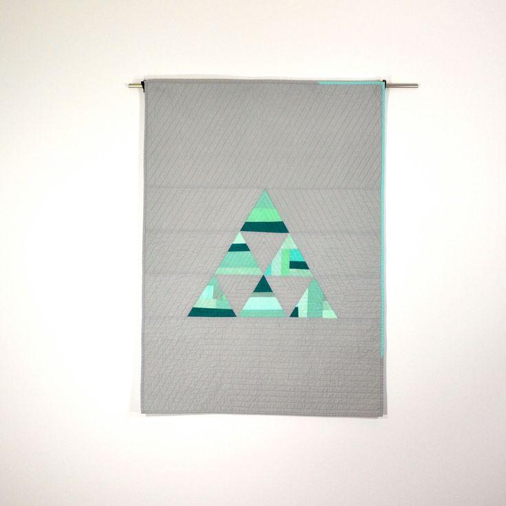 Driehoek Baby Quilt, moderne Quilt, muur opknoping, geometrische Baby Quilt, grijze Quilt, Aqua beddegoed van de Baby door TwiggyandOpal op Etsy https://www.etsy.com/nl/listing/188623308/driehoek-baby-quilt-moderne-quilt-muur
