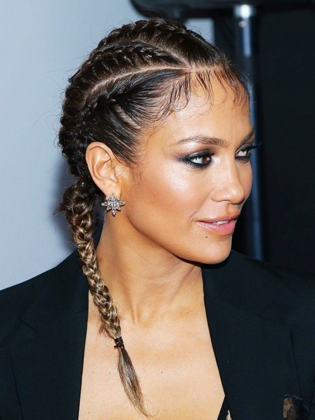 Jennifer Lopez wears her hair in boxer braids.