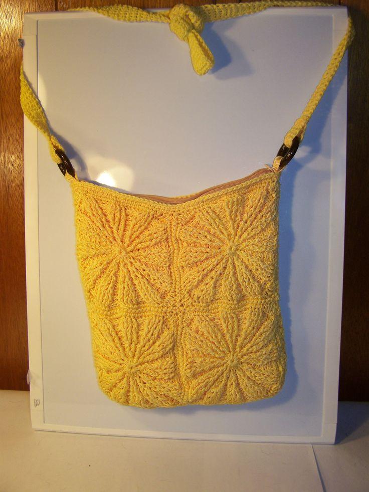 Crochet Granny Square Hobo Bag Pattern : Oltre 1000 idee su Crochet Hobo Bag su Pinterest Borse ...