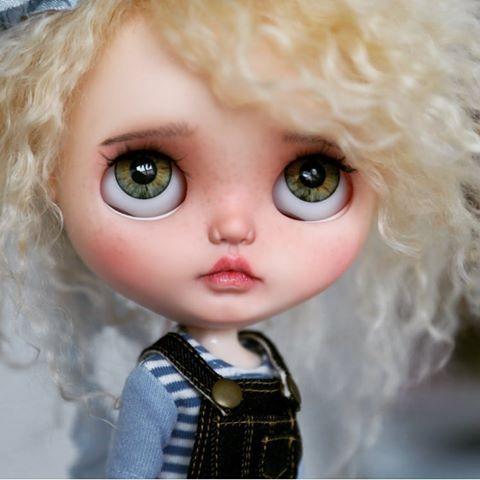 Zelené oči 💕🍀 #blythedoll #bluebutterflydolls #blythe #blythecustom #blythestagram #mohairblythe #ooakblythe # ブ ラ イ ス # カ ス タ ム ブ ラ イ ス # кукла # 人形 #takara #puppelina #customblythe