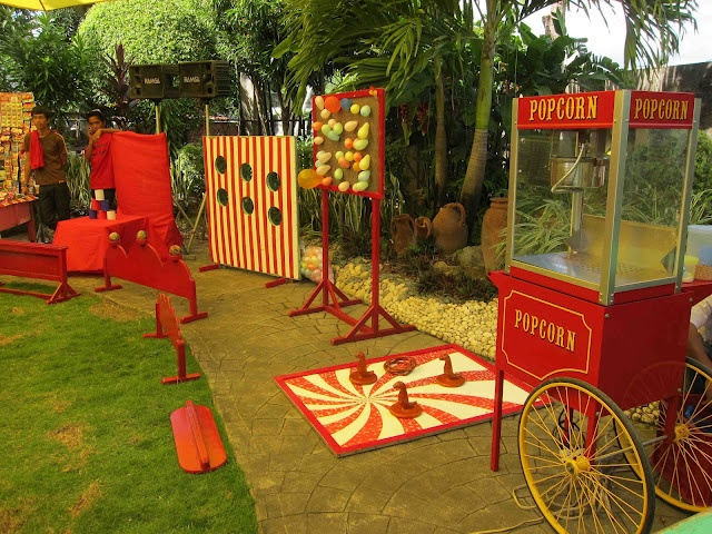 Game booths and popcorn cart