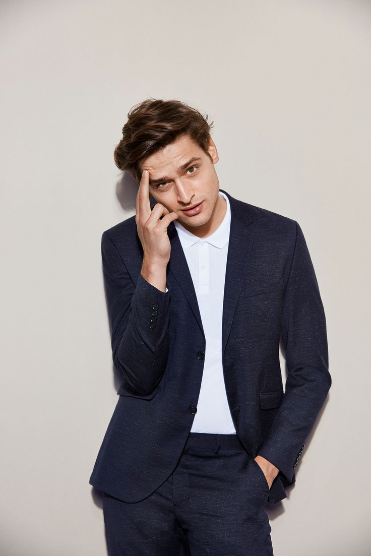 Turn down your suit-look by swapping the shirt and tie for a clean polo; and your shoes for some leather sneakers | JACK & JONES #outfit #ideas #men #bachelor #party #look #ootd #style #fashion