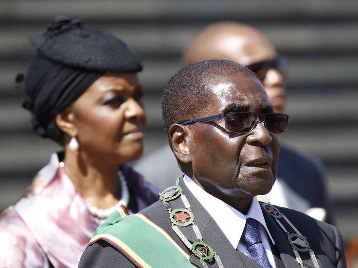 In Simbabwe hat das Militär die Kontrolle übernommen, Präsident Robert Mugabe steht unter Hausarrest. Doch was machte ihn zum schlimmen Diktator? Der älteste Diktator der Welt hat seine Macht verloren. Robert Mugabe (93) steht unter Hausarrest, das Militär hat in Simbabwe am Mittwochmorgen die...