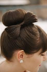 Een prachtige strik in je haar! - Bruidskapsel
