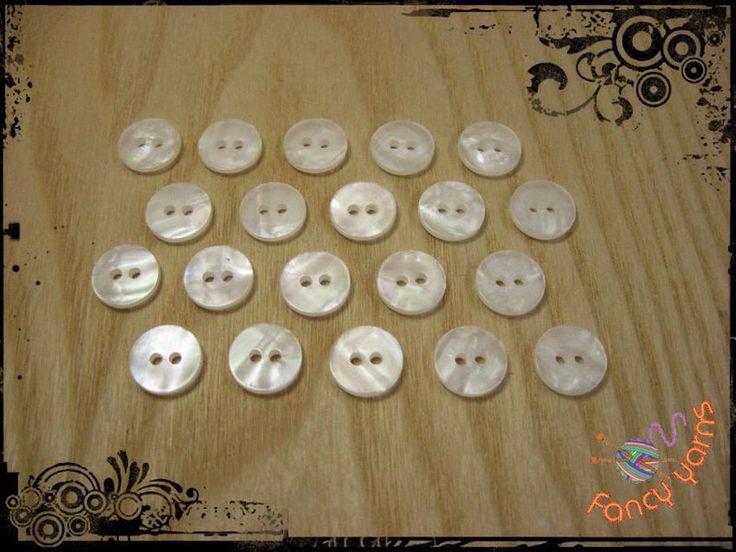 20 bottoni vintage bianco perla  - mm. 13 di Fancy yarns su DaWanda.com