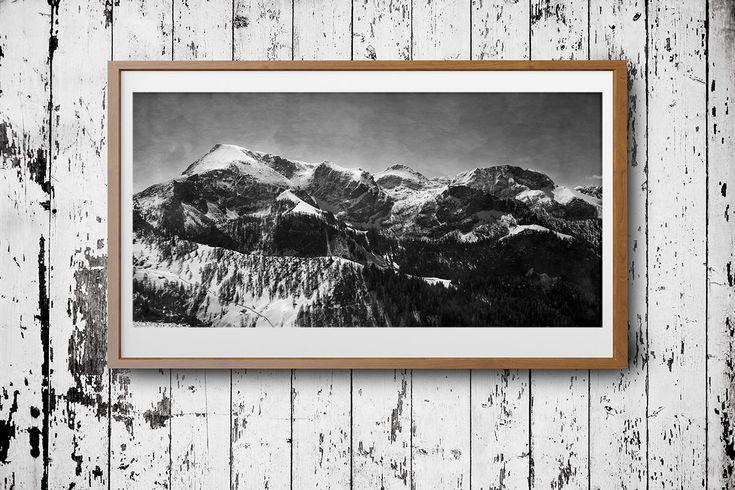 Panorama Landschaft Fotografie, Poster Download, schwarz weiss Fotografie, Alpen, Gebirge, Winter, Aquarell Himmel, Haus Büro Hotel Dekor von FotokunstVonAlex auf Etsy