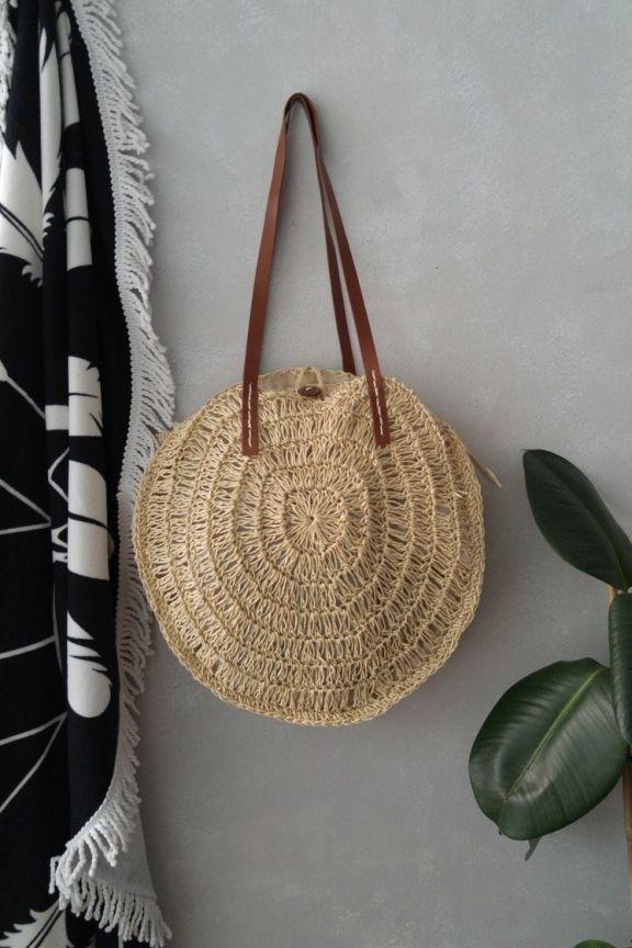 a1f9e05f99 Ψάθινη πλεκτή τσάντα  BAHAMAS  φυσικό χρώμα Χειροποίητη στρογγυλή ψάθινη  τσάντα. Με λουράκια από δερματίνη σε καφέ χρώμα. Ντυ…