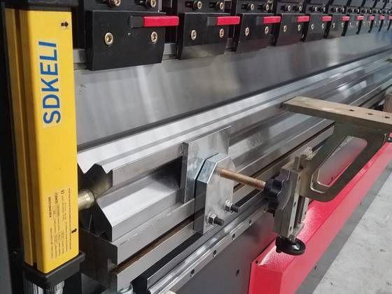 Mb8 Automatic Sheet Metal Press Brake Bending Machine With Da56s System 4 Hydraulic Press Brake Metal Bending Sheet Metal
