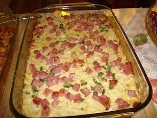 Grease a square 2 quart baking dish. Put potatoes in bottom of dish, then sprinkle with chees, ham and green onions. Combine rest of... Read more : http://simplecookingmethods.blogspot.com/