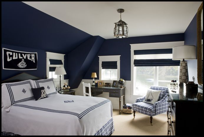 White and blue bedroom decorating 692 465 for Dark walls white furniture