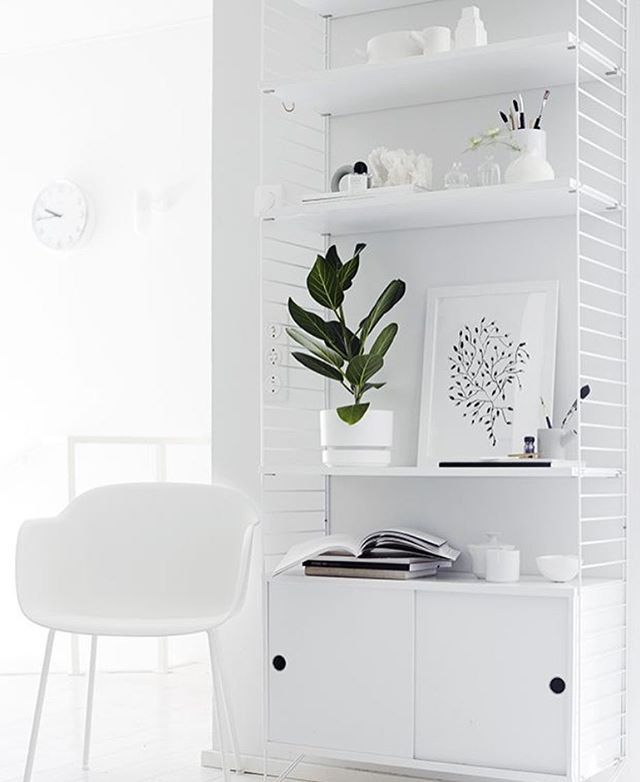 Monday Inspiration from the lovely home of @weekdaycarnival you can never go wrong with white on white interior just stunning... #Mondaymusing #whiteonwhite #interiors #minimal #simplicity #simplicity #stringshelves #Nordicstyling #nordicdesign