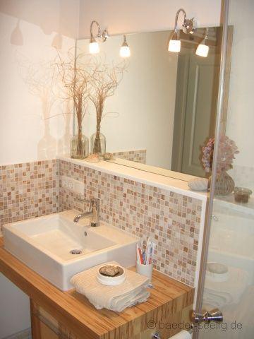 Aufgesetzter Waschtisch - Die Holz- Dekorplatte bietet Abstellfläche.