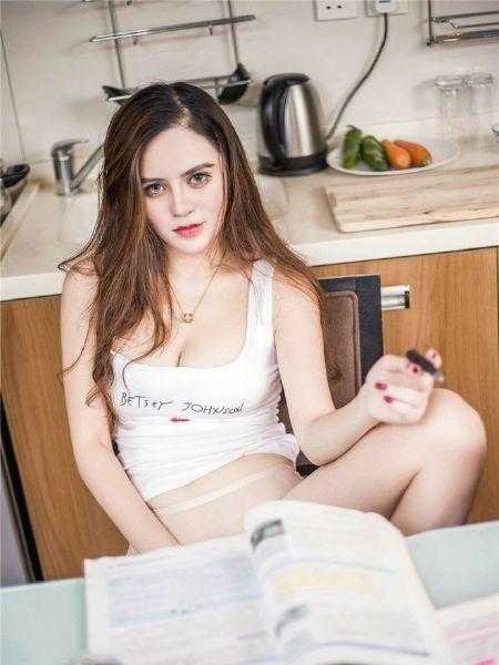 Gifta kvinnor som vuxen uppkopplad dating hemsida i halmstad