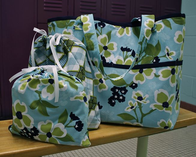 great bag tutorial - includes zippered pocket and lots more!