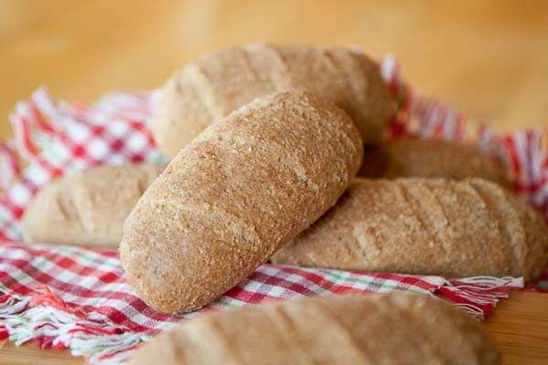 Erikas LCHF till vardag och fest: Fantastiska baguetter (LCHF)  FANTASTISKA BAGUETTER (LCHF) 8 st  284 g (knappt 6 dl) mandelmjöl 90 g (9 msk) fiberhusk 1 tsk havssalt 4 tsk bakpulver 1 msk brödkrydda 5 msk (0,75 dl) äppelcidervinäger 6 st (ca 198 g) äggvitor 340 g (knappt 3,5 dl) kokande vatten