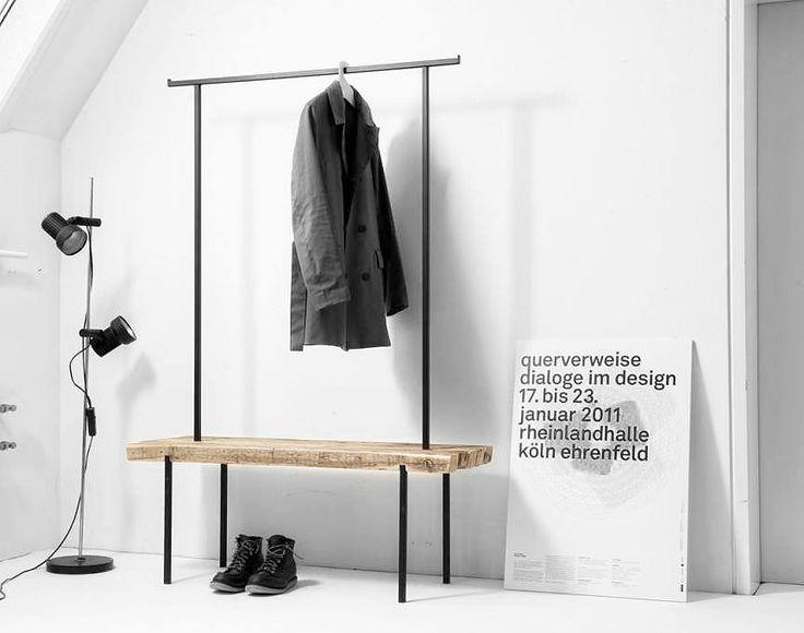 Bank und Kleiderstange in einem Möbel: Auf der Bank kann man nicht nur Platz nehmen, sondern auch Schuhe oder Taschen abstellen. An der Kleiderstange können Mäntel und Jacken angehängt werden! Hier entdecken und shoppen: https://sturbock.me/0VM
