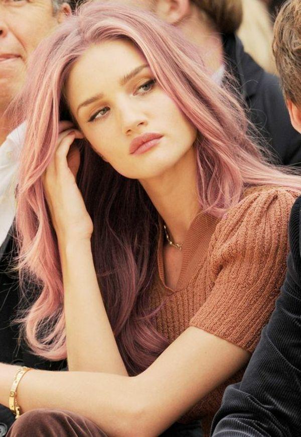 teinture de cheveux, porté par les stars, cheveux blonde-rose, moderne