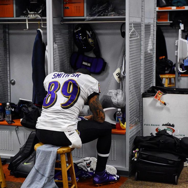 #FarewellAgent89   Cleaning out his locker one last time :(