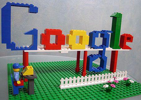 L'algorithme de Google (en partie) expliqué.Logo Design, Google, White Spaces, Social Media, Kids, Learning, Blog, Socialmedia, Lego