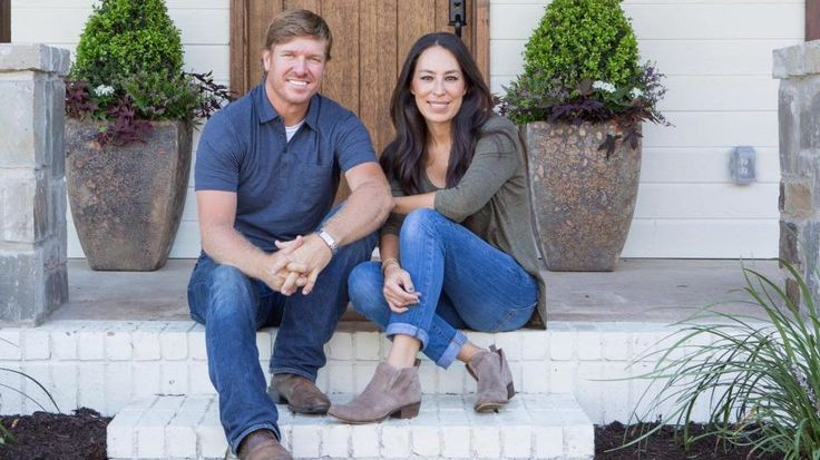 "Chip Gaines gets uncharacteristically tongue-tied when he and Joanna remodel the ""Hot Sauce House,"" a four-bedroom, three-bath home in Waco, TX."