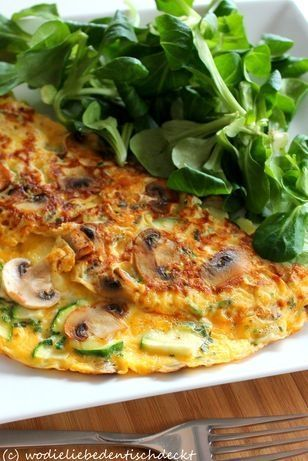 Champignon-Zucchini-Omlett Rezept: Champignons,Zucchini,Eier,Milch,gerieben,Pfeffer,Pfanne,Schnittlauch (Protein Breakfast)