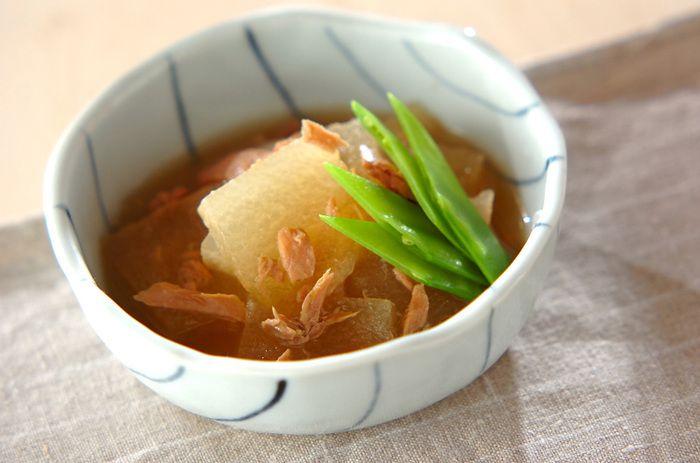 ツナの油も一緒に煮込んでコクUP!冬瓜をかじると、ツナの旨みがじゅわっと広がります。
