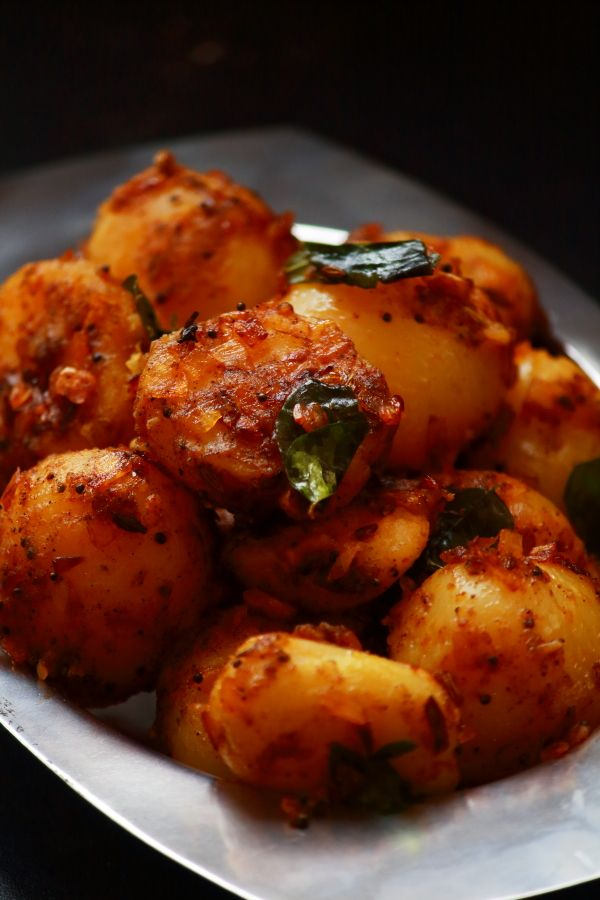 potato pepper fry - tasty and easy to make side dish for rice http://vegetarianindianrecipes.com/potato-pepper-fry-recipe-potato-fry/