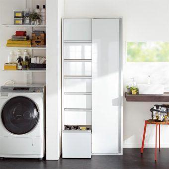 省スペースでも収納力をたっぷりの奥行35cmのスライド引き戸収納庫。扉が前に出ないので狭い洗面所にぴったりです。「引き出し」と「収納棚」のダブル収納で洗面所、洗濯機まわりの収納をすっきりさせてくれます。