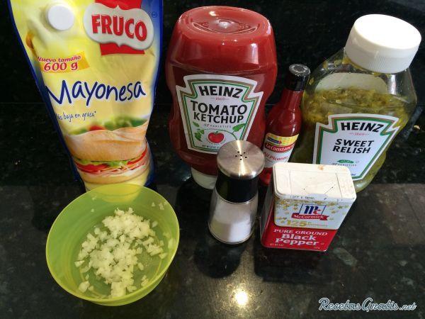 Aprende a preparar salsa mil islas con esta rica y fácil receta.  La salsa mil islas es una salsa rosada mezclada con algunas verduras finamente picadas como cebolla...