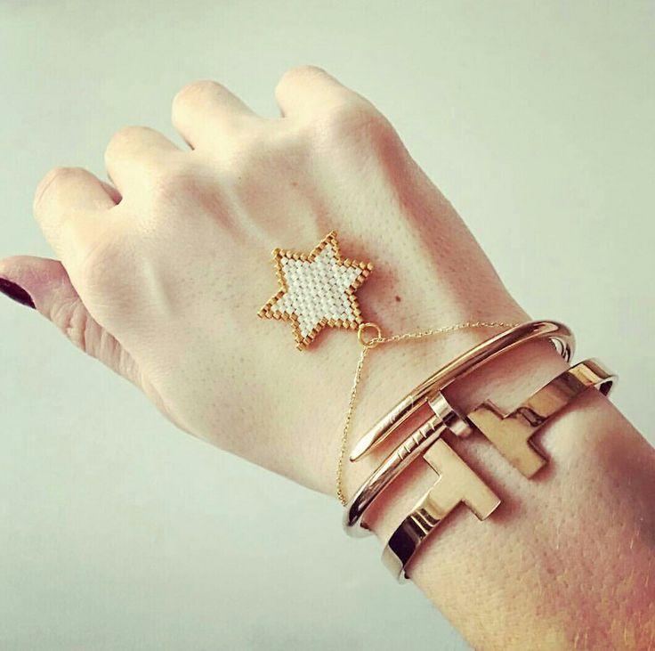 Krem yıldız bileklik #miyuki #star #sundesign #beads #pattern #peyote #fashion #love #cartier #kelepçe #bileklik #bilezik #bracelet #küpe #takı #tasarım #design